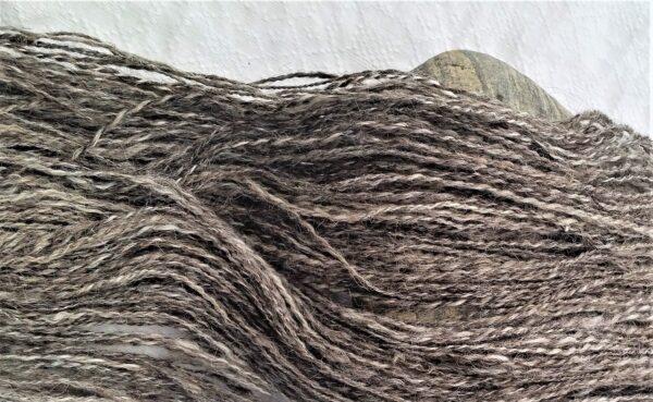 Islandwolle 1 Strang handgesponnen naturfarben