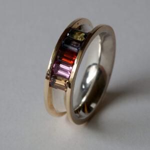 Ring aus 925 Silber und 750 Gold mit Granat, Turmalinen und Spinell